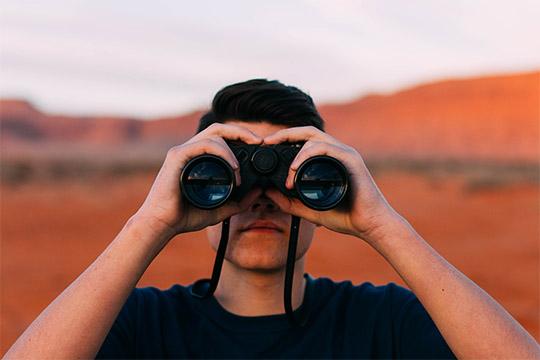 überzeugende Karriereseite Fernglas Feldstecher Ausschau Überblick Recherche