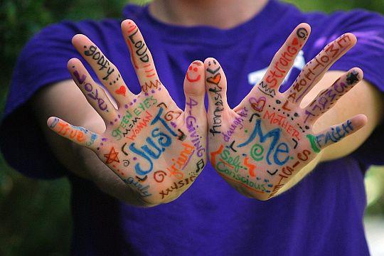 Flutlicht Leitfaden Gendergerechte Sprache Bunte Hände