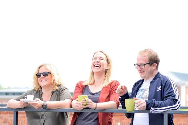 Flutlicht Leitfaden Gendergerechte Sprache Lachendes Team
