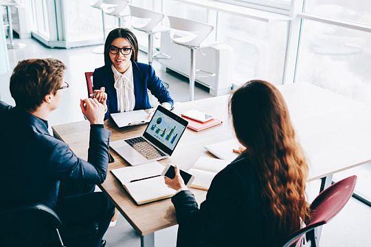 Flutlicht Tipps Einstieg Analyst Relations Gesprächsrunde