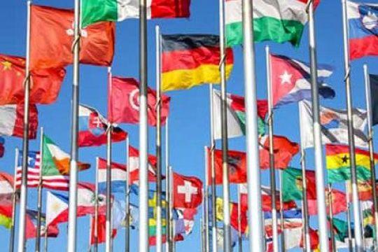 LinkedIn Für Unternehmen nutzen Mehrsprachigkeit Flaggen Fahnen