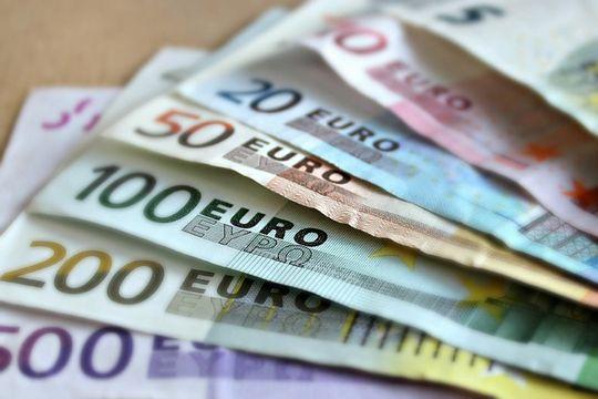 Linkedin Profil Kosten Banknoten Geldscheine Euro