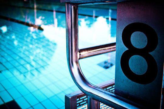 PR-Traumjob Einsteiger Startblock Schwimmbecken