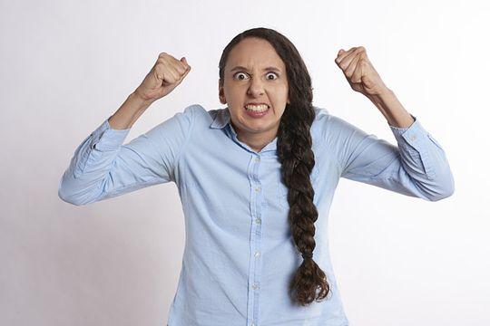 Schlechte Arbeitgeberbewertung Wut Ärger Beschwerde Unzufriedenheit