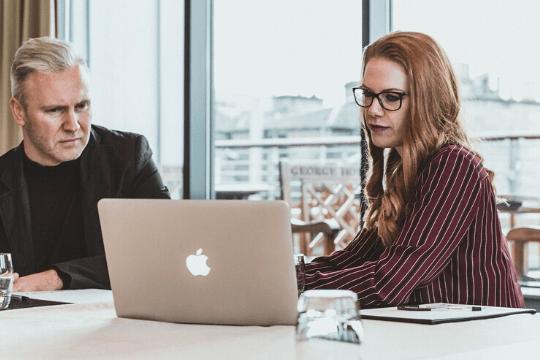 Tipps B2B Webinar Teilnehmer Notebook Macbook