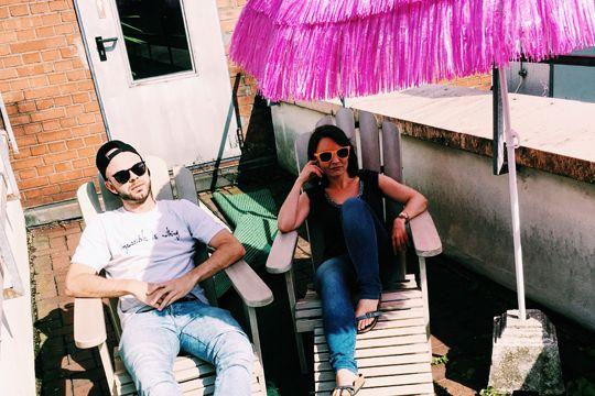 Tolle Kollegen Pause Sonnenschirm Sommer Sonne Liegestuhl Deckchairs