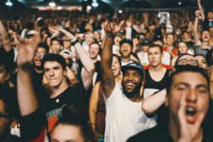 acebook Werbung Customer Audience Publikum Menschen Menschenmenge