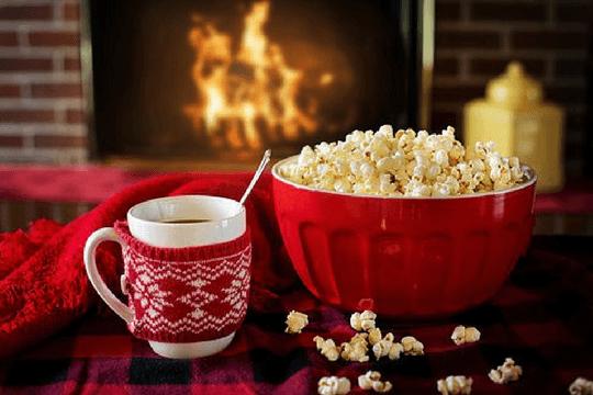 Faulpelztag Couch Serien Popcorn Kamin