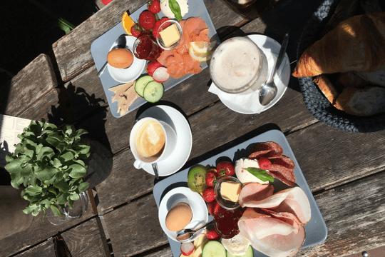 Faulpelztag Frühstück Frühstückstisch