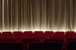 Faulpelztag Kino Bestuhlung Bühne Leinwand Vorhang