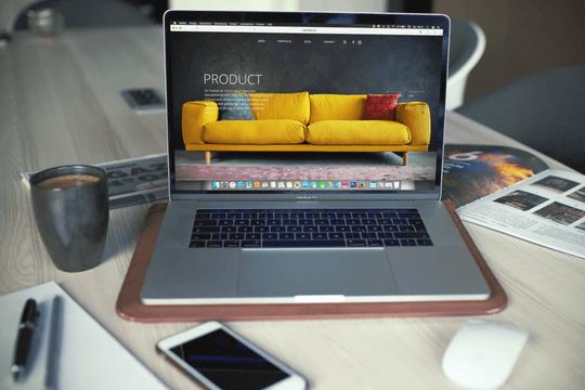 Influencer-Netzwerke Notebook Schreibtisch