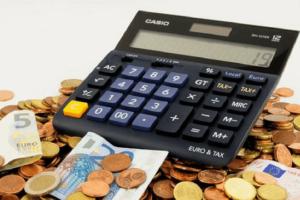 Pr Agentur Kosten Budget Taschenrechner Geld Bargeld Münzen Geldscheine Banknoten Euro