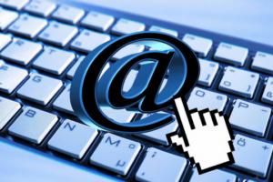 Pressemitteilung Schreiben Versand Tastatur Internet