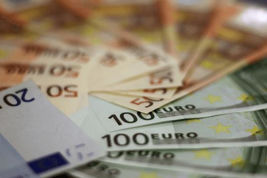 Presseverteiler kaufen Geldscheine Banknoten Geld Euro