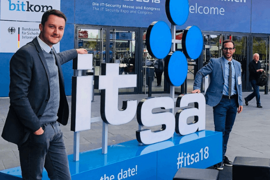 it-sa 2018 in Nürnberg, Flutlicht, Messe