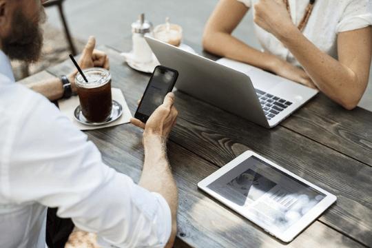 Twitter für B2B-Unternehmen, Meeting, Business Alltag
