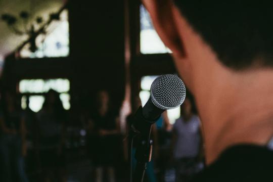 Erfolgreiche Podiumsdiskussion, Mikrofon