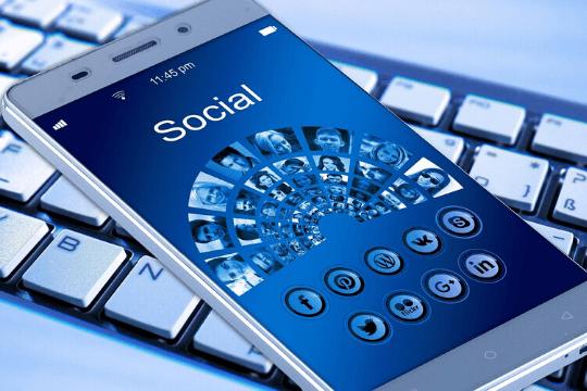 Social Media für B2B-Unternehmen, Smartphone