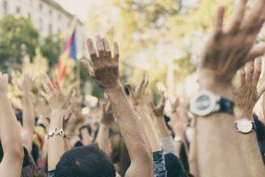 Warum Pressefreiheit, Hände, Protest