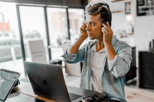 Erfolgsfaktoren für Webinare, Headset